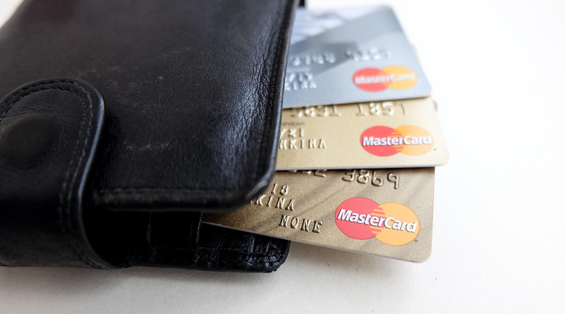 スマホカバーに入ったクレジットカード