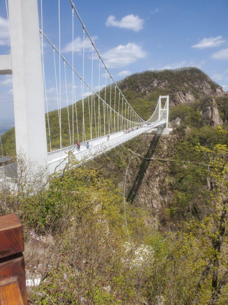 鳳凰山のガラスの架橋