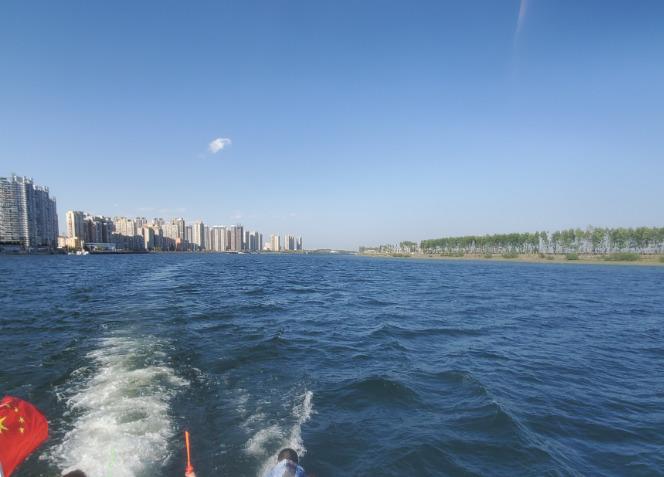 鴨緑江から見た北朝鮮と中国