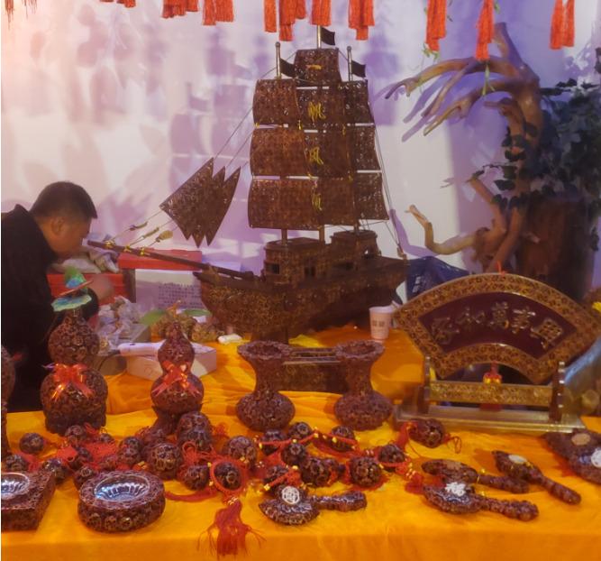 中国にあるクルミの殻で作った雑貨の土産屋